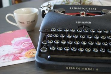 REMINGTON VINTAGE TYPEWRITER